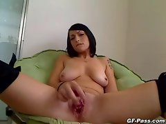 Lewd amateur hussy exposes she's pro quality with a toy in her cootch