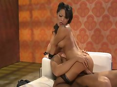 Asa Akira makes all Asian tarts proud with her excitable execution