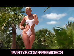 Big-booty light-haired exposes her new bikini & cums poolsi