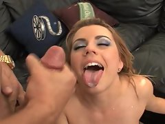 Lexi Belle loses her daisy dukes to fuck