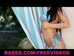 Great bikini-clad dark haired strips down poolside