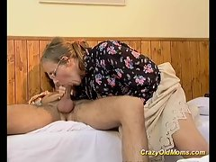 Wild aged momma gets it deep sex