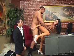 India Summers find enjoyment in getting her dripping snatch slammed