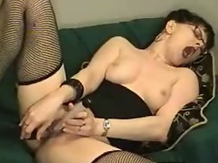 Sensual mommy plays herself on webcam