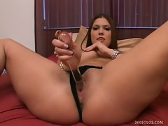 Sugar junkie dark haired vanessa lynn playing slit