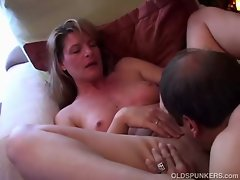Slutty mom accepts on her new lover