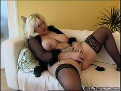 Fatty mature whore in stockings plays with new adult toy