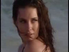Evangeline Lilly behind the episodes BIKINI