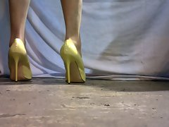 crossdresser in yellow designer heels