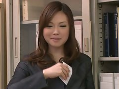 Two Chaps Fuck And Creampie Aiko Hirose At The Office