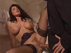 Extremely huge shaft rams her quim hole