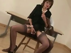 Experienced english nympho tied up dick sucking performance