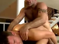 Watch straighty turn for masseuse bear dick