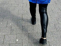 Laufen in der Latex Legging- Walking in Latex Leggings Narrow