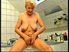 Bathing with German granny before banging her
