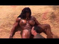 Muscular ebony gal screwed in the desert