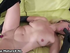 Alluring married woman loves to fuck her twat part3