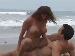 Dark haired mommy likes banging in the beach with a stud