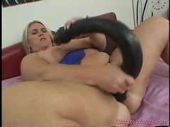 Big young lady dildoing her quim with a huge plastic toy