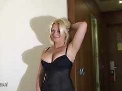 Blond experienced mutter masturbate on the bed