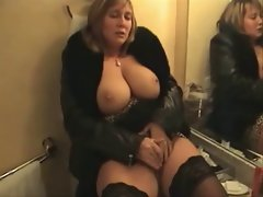 English Cougar hotel room