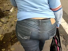 Huge butt WALKING DOWN THE STREET SHOWING PANTY