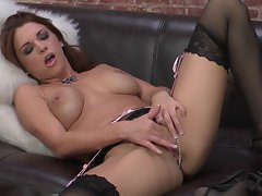 Hussy Sabrina Maree loves teasing her sappy dripping clit