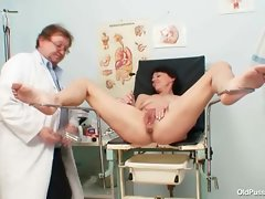 Gaunt mummy strange slit fingering by gyno doctor
