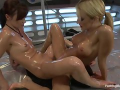 Alluring Amy Brooke clam jousts with this filthy slutty girl