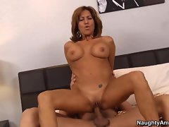 Insatiable Tara Holiday bounces her slot on a strong dick