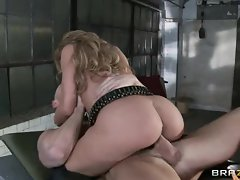 Pretty Amy Brooke rides this prick up her moist twat
