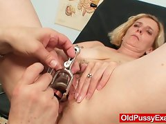 Very hairy muff lady Tamara embarrassing doctor exam