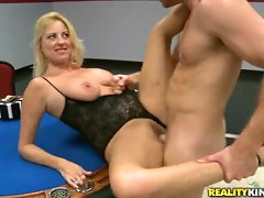 Randy mommy gets her dripping snatch hole pulverized