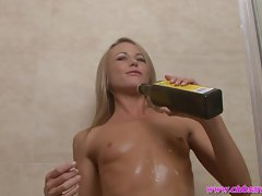 Luscious lady Sara Jane dribbles oil over her filthy body