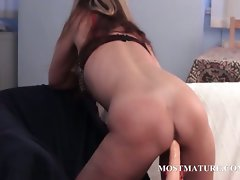 Blondie hussy fills her solid vagina with a vibrating sex toy