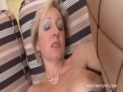 Experienced blondie vixen masturbates with vibrating sex toy