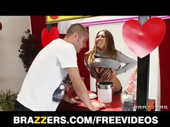 Kianna Dior turns her charity kissing booth into a screwing booth