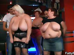 Three plumper gals have fun in the bar