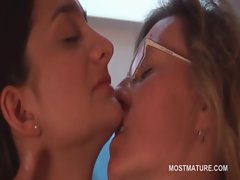 Lusty experienced lezzies tongue kissing in close-up