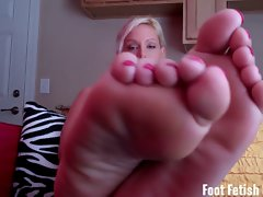 Worshiping the feet of a tempting blonde beach bunny