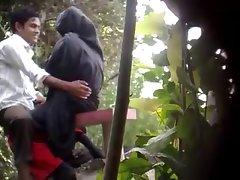 BanglaDeshi Young men and Ladies Sex in Park