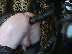 sissy slave gets a nice fisting