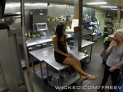 Wicked - Gianna Nicole bangs her boss in the kitchen