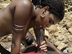 black mummy with bushy vagina luxuriate bbc at beach