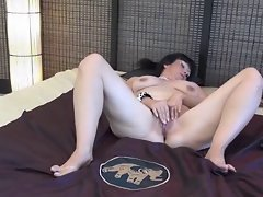 Slutty mom toying with herself