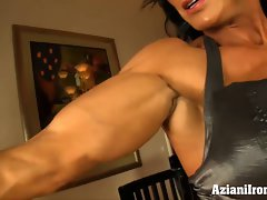 Bodybuilder flexes, strips and the masturbates