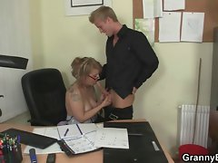 Attractive office sex with experienced attractive mature nympho