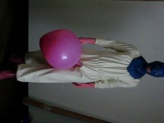 Gummianzug und Luftballon - latex rubber suit and balloon