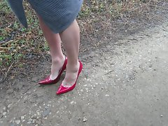 red pumps modeing