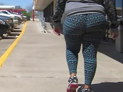 Big plump jiggly sappy naughty bum in yoga pants